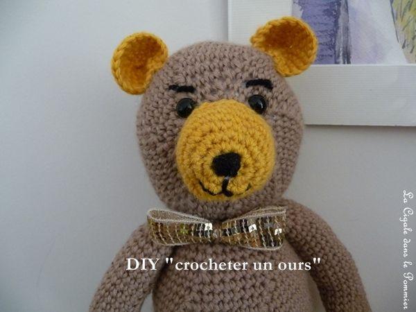 """Ça faisait longtemps que je ne participais plus au rendez-vous du Défi'13 (problème de connection). Le thème d'octobre est """"caramels et chocolat"""". Au départ je devais vous montrer une veste, puis j'ai crocheté cet ours et je me suis dis qu'il serait parfait..."""
