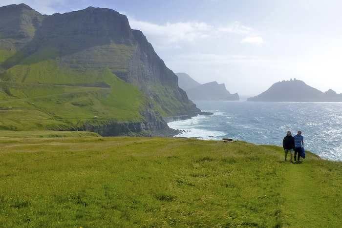Easy coastal jaunt around the cliffs on Vagar