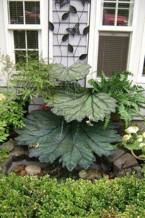 Concrete leaf water fountain