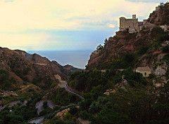 Savoca (ME) - La Chiesa di Santa Lucia affacciata sul mare in un paesaggio tipico della Val d'Agrò, caratterizzato da strette e tortuose vallate che digradano bruscamente in mare   da Lorenzo Sturiale