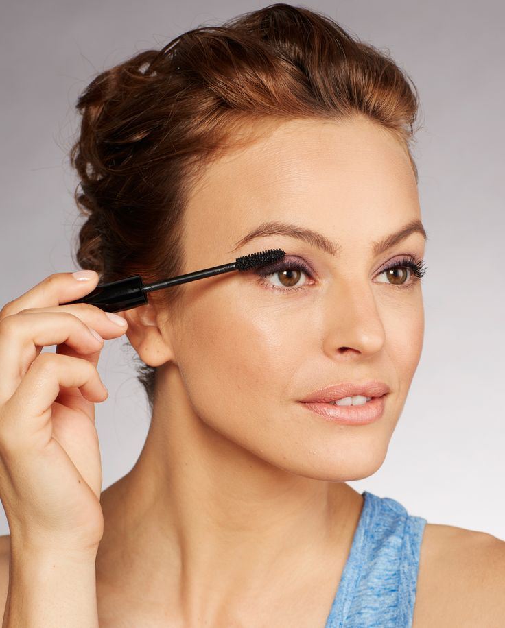 Big, spidery lashes with colored shadow can be overkill. So for a clean, fanned-out look, smush the mascara brush into the base of your lash line, then wiggle it as you pull it up and through to the tips.%0A %0A  Gary Lupton/Studio D  - Redbook.com