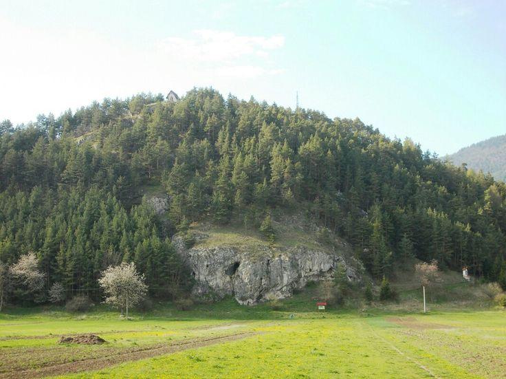 jaskyňa a kalvária pri obci Lisková