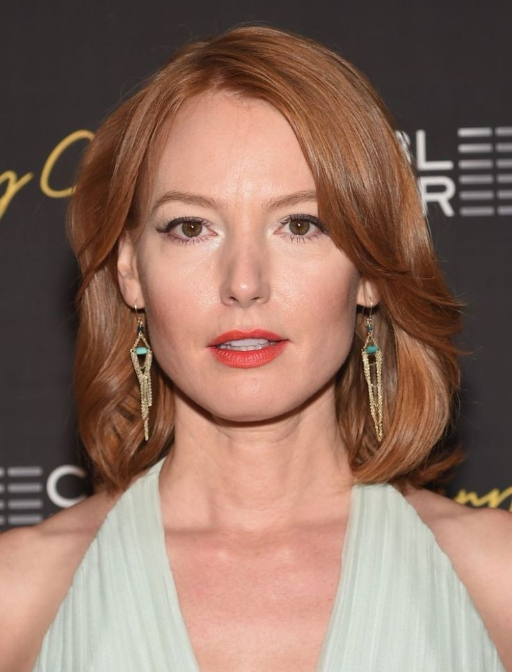 I dig that refined socialite look. Alicia Witt