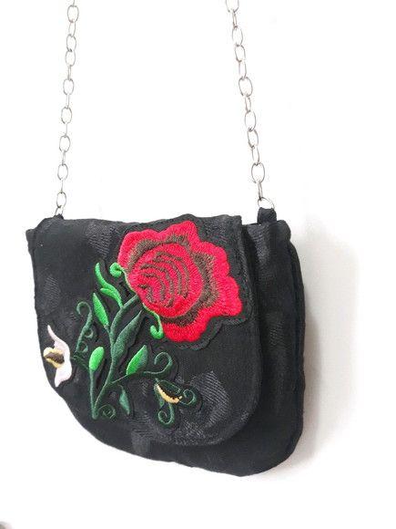483aa7d11 Compre Bolsa Pequena Bordada no Elo7 por R$ 49,00 | Encontre mais produtos