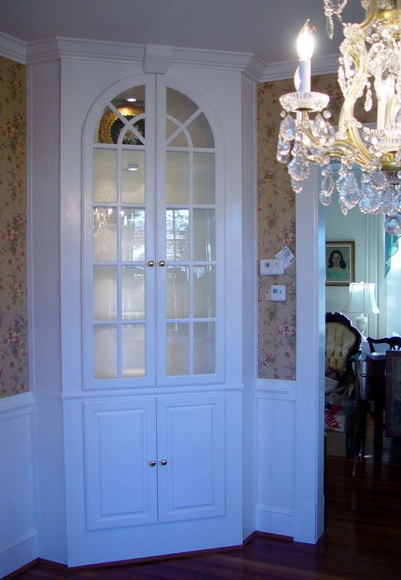 25 best ideas about corner china cabinets on pinterest for Built in dining room cabinet designs