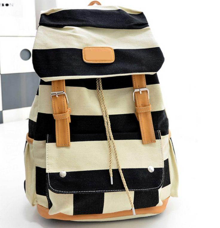 linda mochila feita em lona com detalhes de couro ecológico. <br>3 bolsos externos, 1 bolso interno pequeno de para celular. forro em lona <br>material externo: tecido lona imperial. <br>alças ajustáveis ao tamanho que desejar.