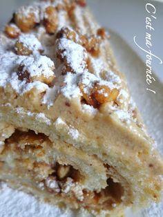 Bûche pralinée aux éclats de noisettes caramélisées (Michalak). Plus d'idées recettes spécial Noël ici : http://www.enviedebienmanger.fr