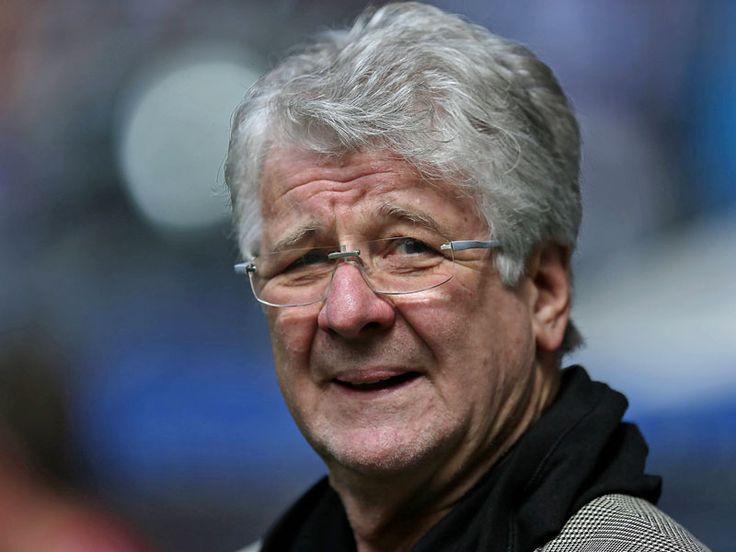 Nach 17 Jahren ist Schluss: Marcel Reif, der wohl bekannteste Fußball-Kommentator Deutschlands, hört am Saisonende beim Pay-TV-Sender Sky auf. Das bestätigte er am Freitag der Süddeutschen Zeitung. Nun prüft er Angebote.