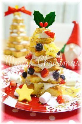 Einfacher Weihnachtskuchen des Baumes, der in Santa jubeln