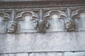 Tra le statue del Duomo di Milano si nascondono tante curiosità. Per esempio anche un ritratto di Benito Mussolini cammuffato dopo la Liberazione...