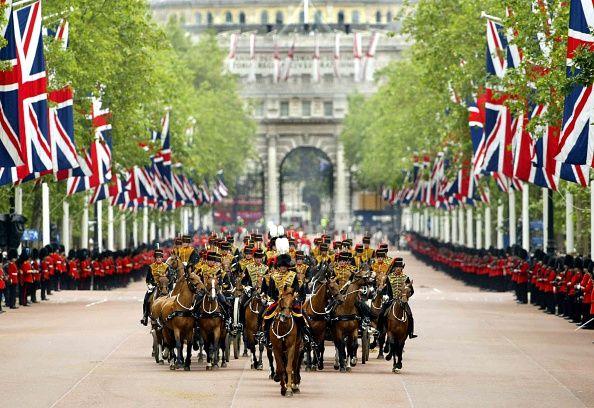 La marcia Coldstream Guards lungo il centro commerciale verso Buckingham Palace per una prova di Trooping the Colour.