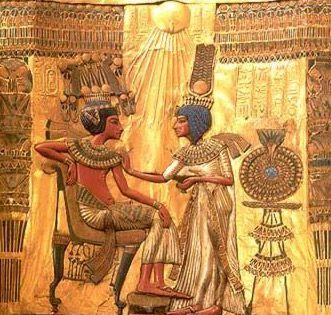 Tutankhamun was also depicted in the rays of the Aten, with somewhat similar artistic style to his probably father, Akhenaten
