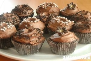 Hummingbird chocolate cupcakes (detsoteliv.no)