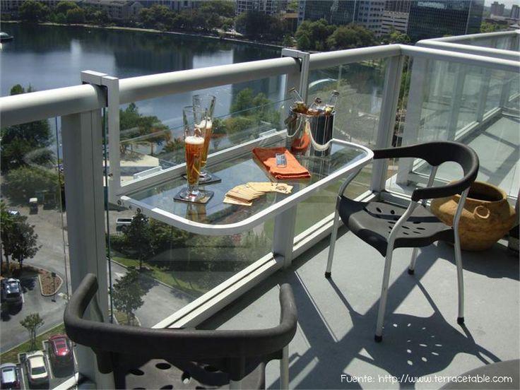 Muy bueno este accesorio para colgar de la baranda. Para los que solo usan el balcón en contadas ocasiones y no quieren tener muebles permanentemente.