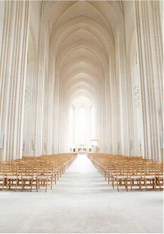 ミニマムな教会も素敵。教会での結婚式おしゃれまとめ♡ウェディング・ブライダルの参考に♡