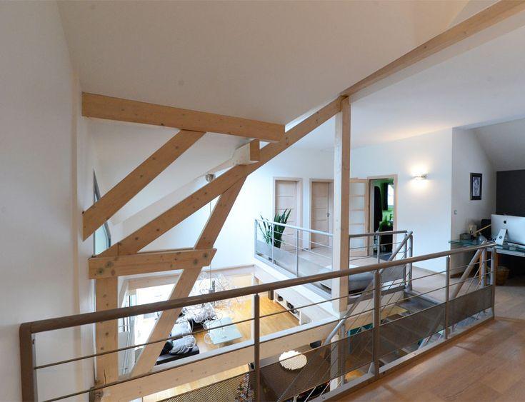 Maison d 39 architecte bois avec charpente apparente nos for Charpente apparente salon