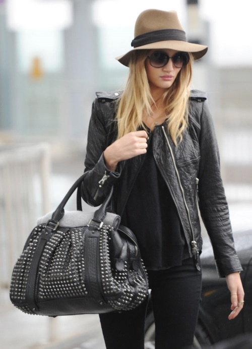 Leather jacket outfit inspirationHats, Rosie Huntington Whiteley, Fashion, All Black, Street Style, Black Outfit, Leather Jackets, Bags, Rosiehuntingtonwhiteley