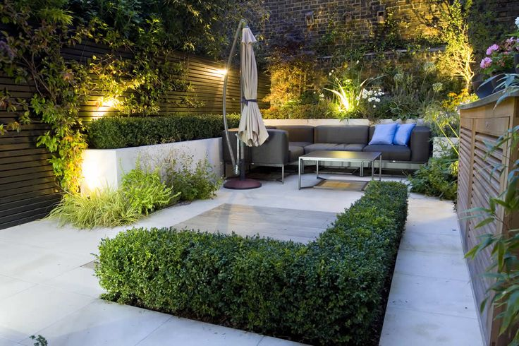 Architecture, Small Urban Garden Outdoor And Garden Lighting: Modern Urban Garden with The Striking Concrete Element