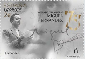 Emisión:Efemérides. 75 aniversario de la muerte de Miguel Hernández.Fecha emisión: 15/09/2017.El sello que conmemora el aniversario de su muerte, muestra al escritor recitando uno de sus poemas. Al fondo su mirada y también, su firma y el dibujo de un corazón que aparece en una de las cartas a su mujer. Fue un 28 de marzo de 1942 cuando se apagó la voz del poeta para siempre.Se dice, aunque no se sabe, que cuando Miguel Hernández murió aquel día de primavera, a causa de una tuberculosis en…
