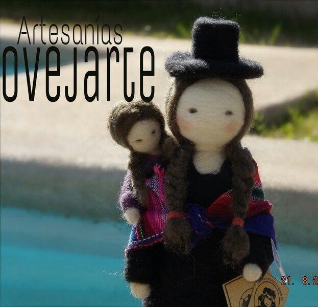 Mujer aymará, escultura en vellón agujado, lana de oveja 100%  natural de la colección pueblos originarios