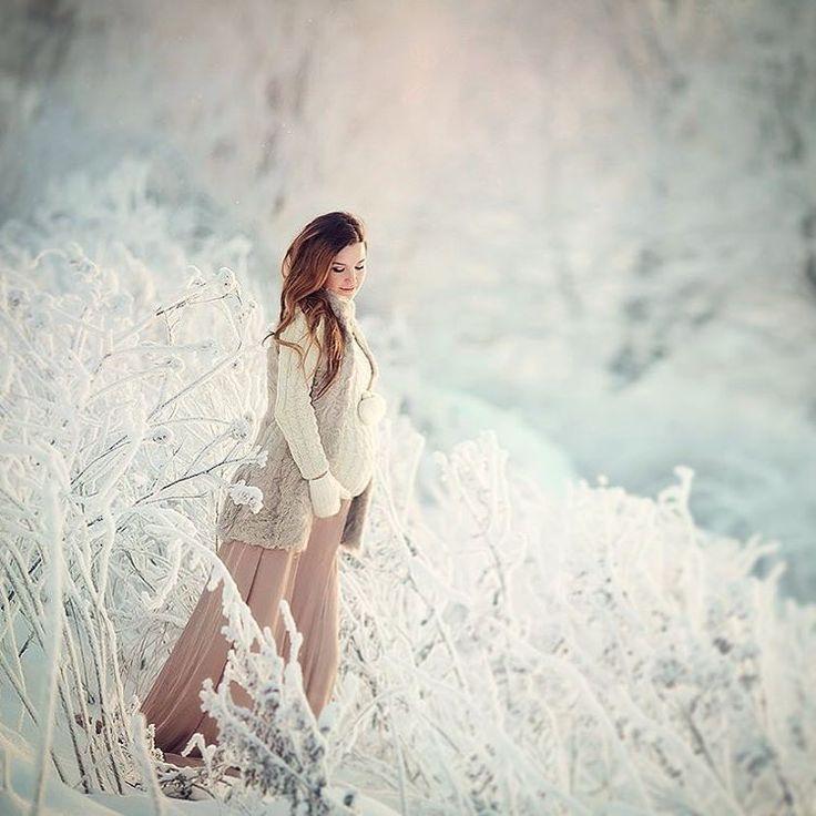 Смотрю дома уже зима во всю..., снег, вся лента пестрит зимней сказкой...Ну и я поделюсь настроением, хотя у нас тут пока золотая осень ))