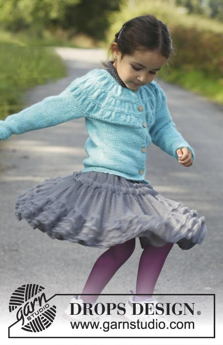 """Free pattern: Knitted DROPS jacket with shirred pattern on yoke in 2 strands """"Alpaca"""". Size 3 - 12 years"""