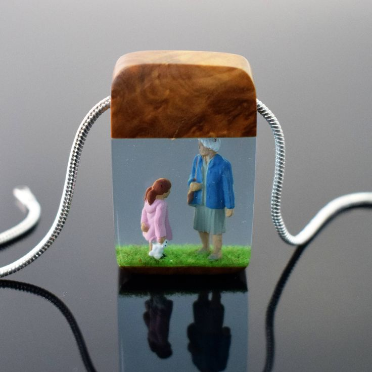 ArtfulResin handmade resin jewellery, designed by my wife, Tania, and made by me in Kent, United Kingdom. This resin wood necklace is a fusion of burl wood and transparent epoxy resin with a figurine of a grandmother and granddaughter. The relationship between grandmother and granddaughter is such a special one and we wanted to capture it in this necklace. We have used an aluminium finding for extra strength and durability. It is finished off with a silver plated snake chain with a lobster…