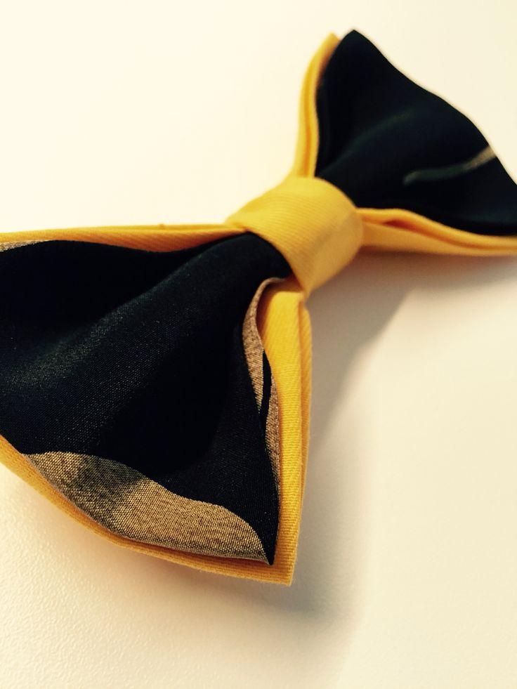 Papillon uomo in tessuto. Seta nera con stampe oro, cotone giallo. Fatto interamente a mano