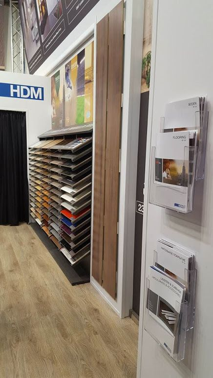 HDM Elesgo laminált padló és a BAU München 2017-es kiállítás  A HDM Elesgo padló nagyszerű német minősége, és különleges padlóik miatt szeretjük. Magasfényű, matt, fahatású, homogén, színes, és nem utolsó sorban a fózolás, ami igazán egyedivé teszi padlóit.  Gyere és nézz körül kínálatunkban, és válassz országszerte, hogy melyik viszonteladónknál vásárolnád meg!  www.dreamfloor.hu