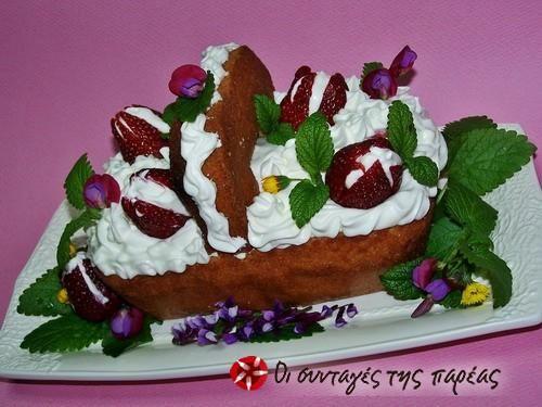 Καλαθάκι με σαντιγύ και φράουλες #sintagespareas