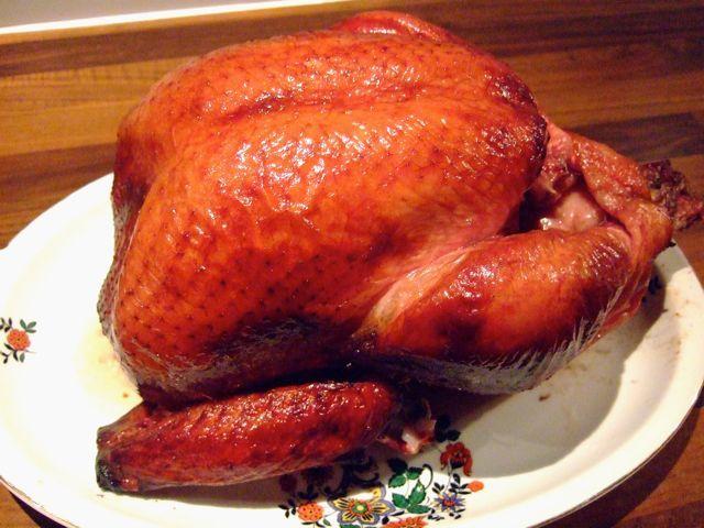 Recept voor Apple Brined Turkey, kalkoen van de bbq. Deze kalkoen gaat eerst in een appel-pekel oplossing (brine) om te zorgen dat hij niet droog wordt.