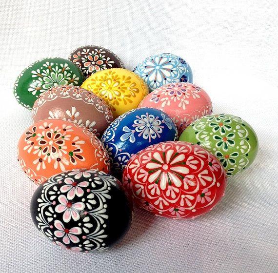 Set von 11 Handgemalte Farben verzierte Osterei Huhn, Traditionelle slawische Wachs Pinhead Huhn-Ei, Osterei, Pysanka