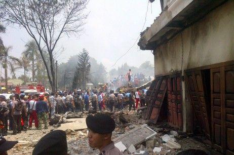 BREAKING NEWS UPDATE : Pesawat Hercules Jatuh Di Medan