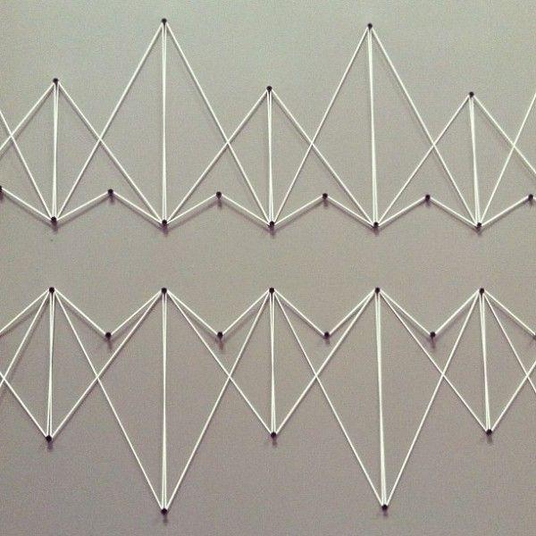 tuto pour faire cette déco géométrique avec du fil et es clous