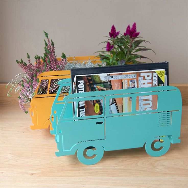 REVISTERO VAN. Un revistero con forma de furgoneta volkswagen. Disponibles en colores verde mint y amarillo mostaza. #deco #home #casa #revistero #inspiración #regalosoriginales
