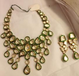 Indian Wedding Jewelry - Polki Kundan Set   WedMeGood Bridal Polki Kundan Necklace with Meenakari work, and Polki Earrings  #wedmegood #polki #kundan #jewelry