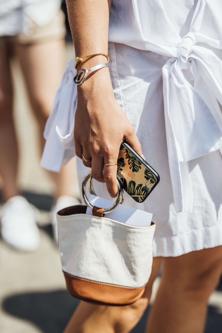 September 8, 2016 Tags White, Gold, Silver, Women, Jewelry, Bracelets, Bags, Rings, New York, Cellphone Cases, SS17 Women's