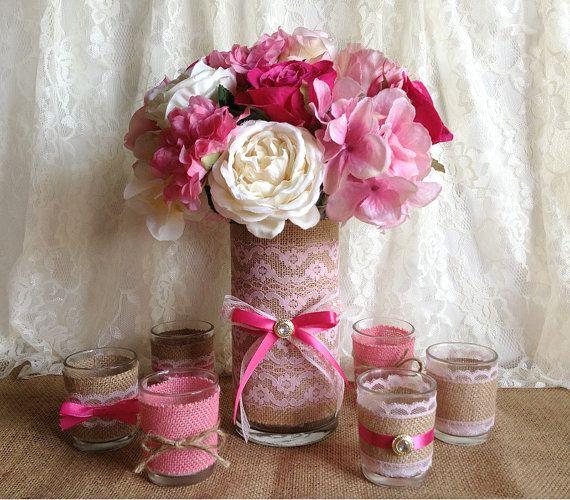 Contenants en verre ornés de toile de jute, dentelle, rubans... pour servir de vase, photophore...