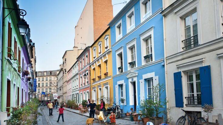 EN IMAGES - Une dizaine de photos de rues qui montrent Paris sous différents visages. C'est l'objet du diaporama concocté par <i>Le Figaro Immobilier</i>.
