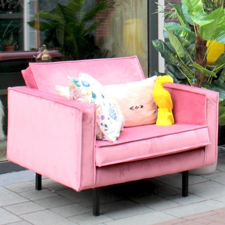 Deze Smart fluwelen fauteuil heeft een toffe roze kleur! Helemaal hot en een trend van dit jaar. Royale velvet 1,5 zits die super comfortabel is.