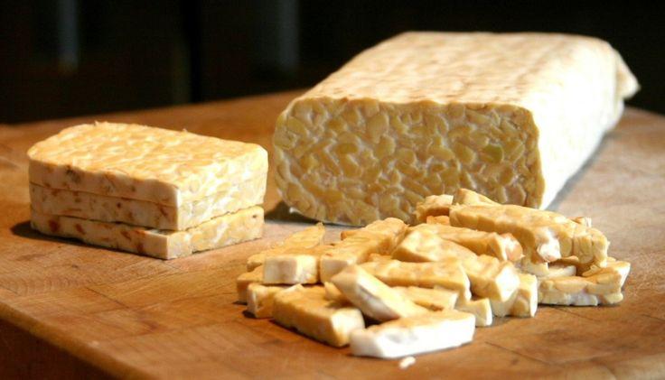 Tempeh er fremstillet af sojabønner og indeholder derfor omkring 18 g protein pr. 100 g