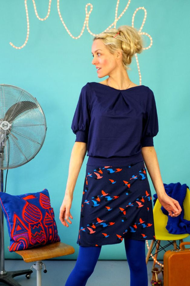 Blaulila-farbenes Kleid mit Vogelprint // Blue dress with bird print by Bonnie & Buttermilk via DaWanda.com