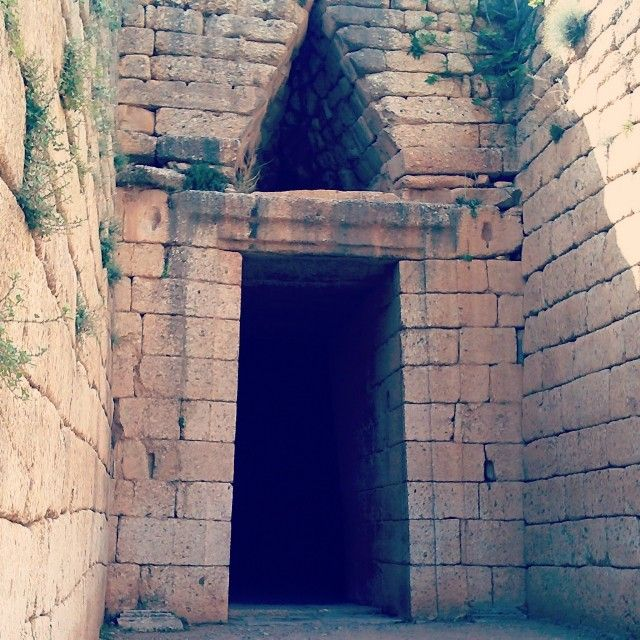 Mycenaean chamber tomb.  Photo by @bubbuxu