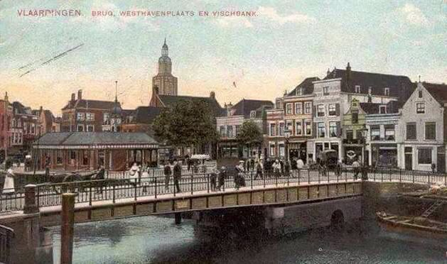 Oude brug zucht op Visbank en de Grote Kerk