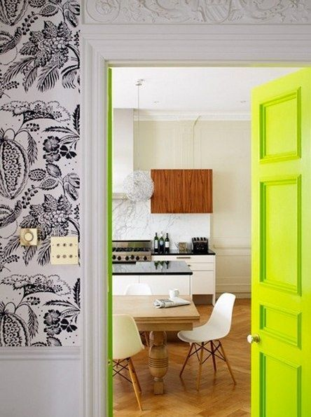 door via mi casa es su casa: The Doors, Green Doors, Paintings Doors, Neon Doors, Interiors, Neon Green, Black White, Neongreen, Doors Colors