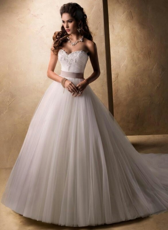 Wedding dresses: princess cut wedding dress