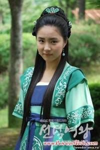 Beautiful, well-known Korean actress dressed in hanbok!