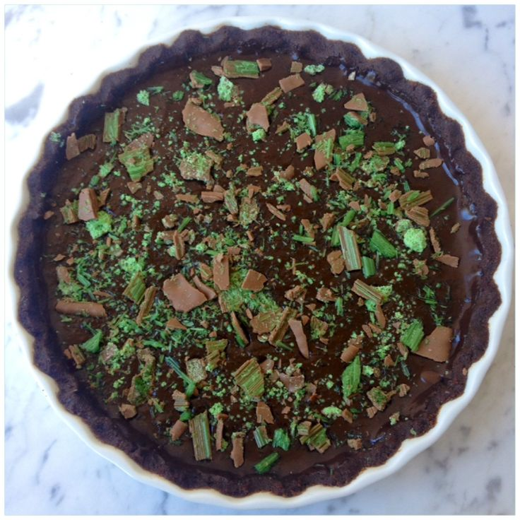Mint Chocolate Ganache Tart. Find the recipe on www.thepartybebe.com.