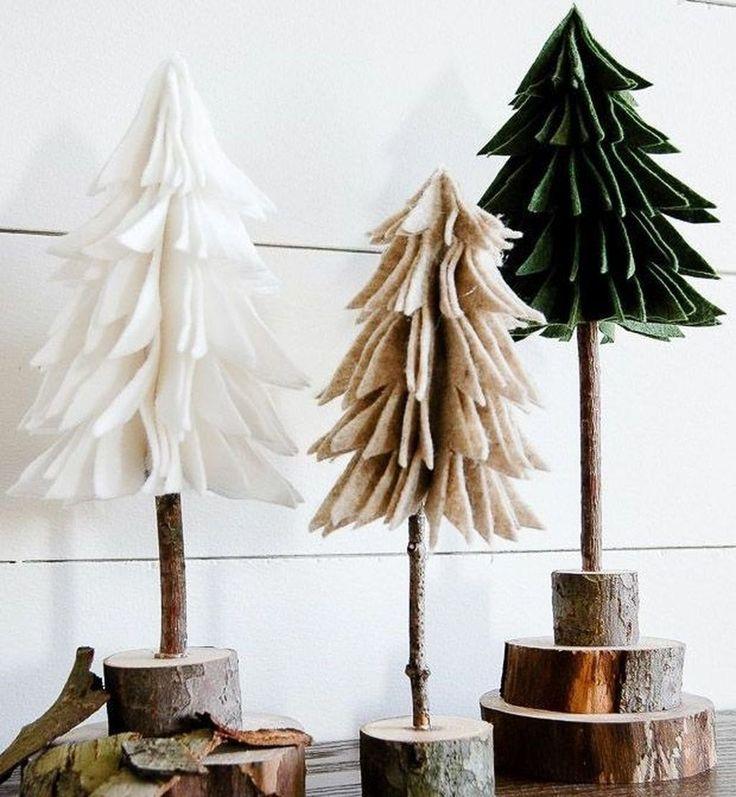 Schöner moderner Weihnachtsbaum für das Bauernhaus, das Ideen 07 verziert