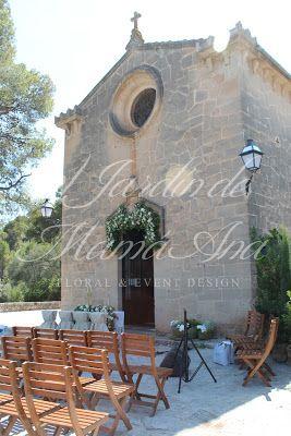 Decoración de Ermita.   Weddings in Spain. www.eljardindemam... Facebook: www.facebook.com/... Blog: eljardindemamaana